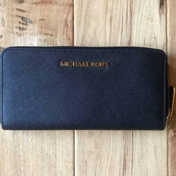 a183dc680fc76 Michael Kors Accessories - NWOT